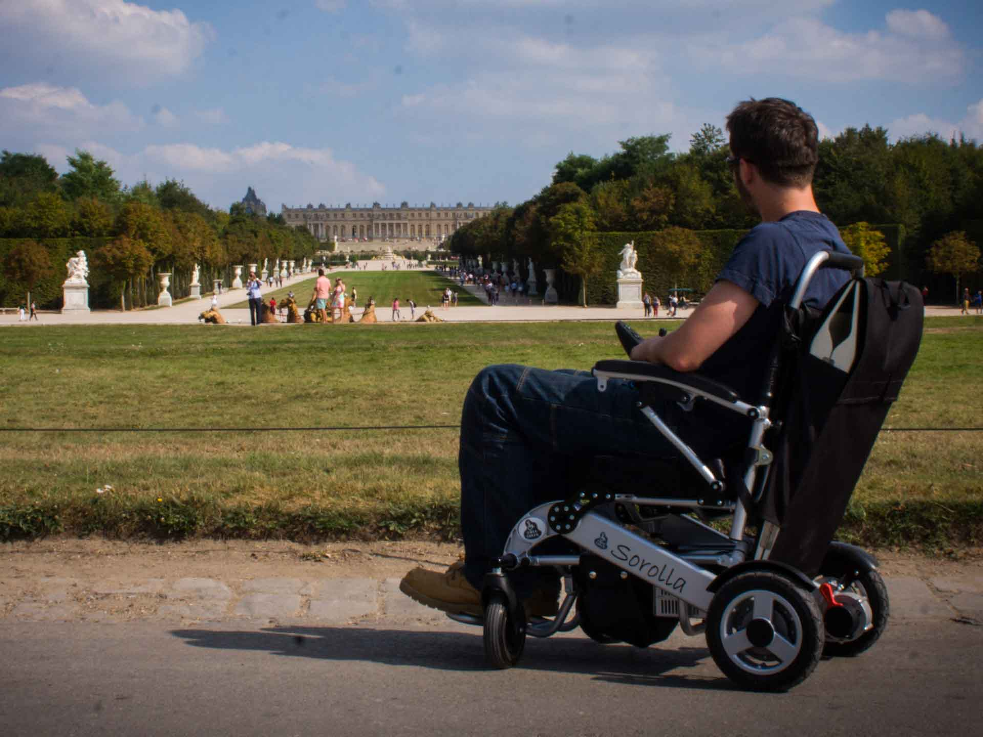 Electric wheelchair rental for the handicapped - Ideal for tourism and visiting Paris or France