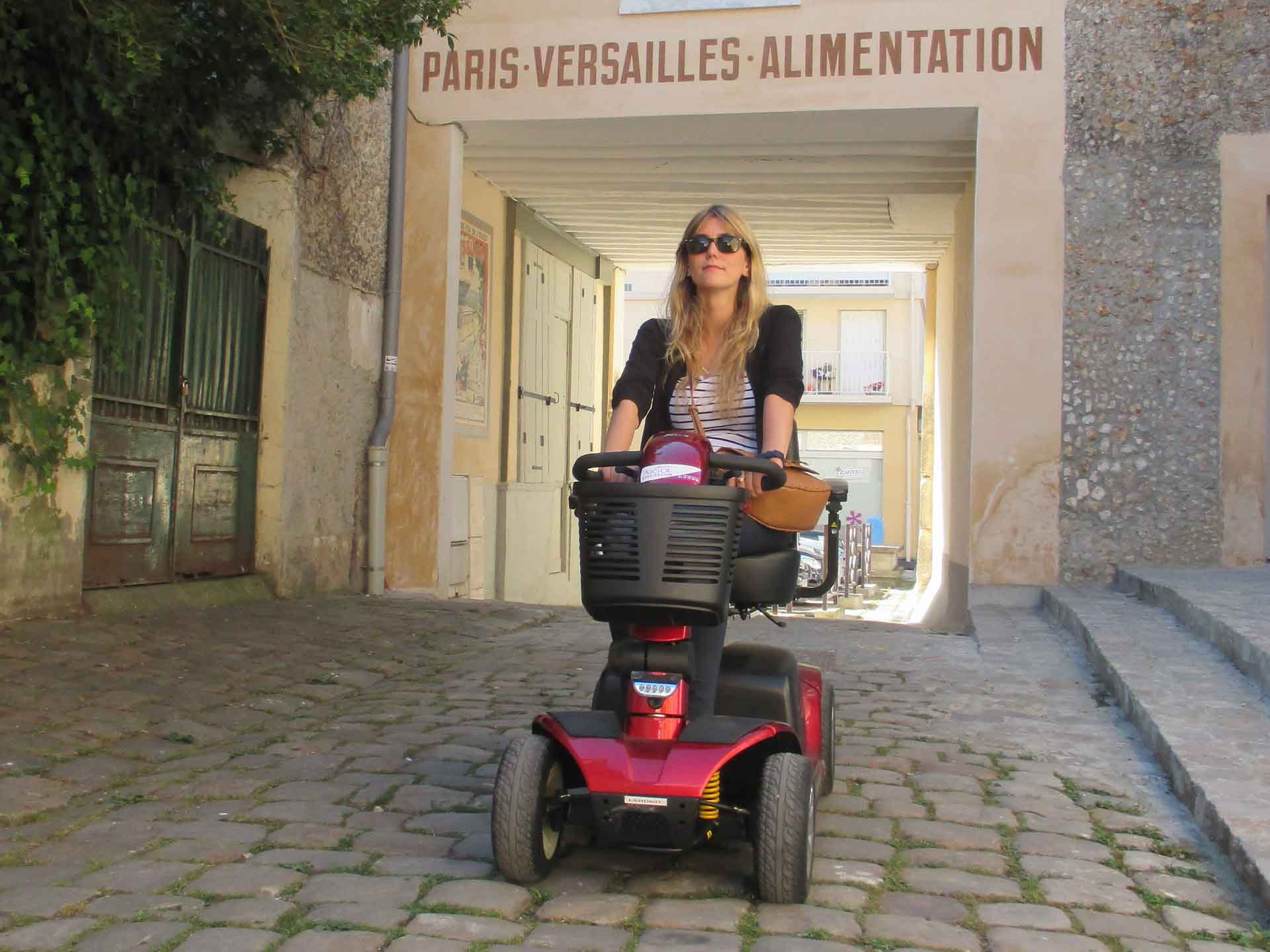 Hire an electric mobility scooter for the handicapped - Ideal for tourism and visiting in France