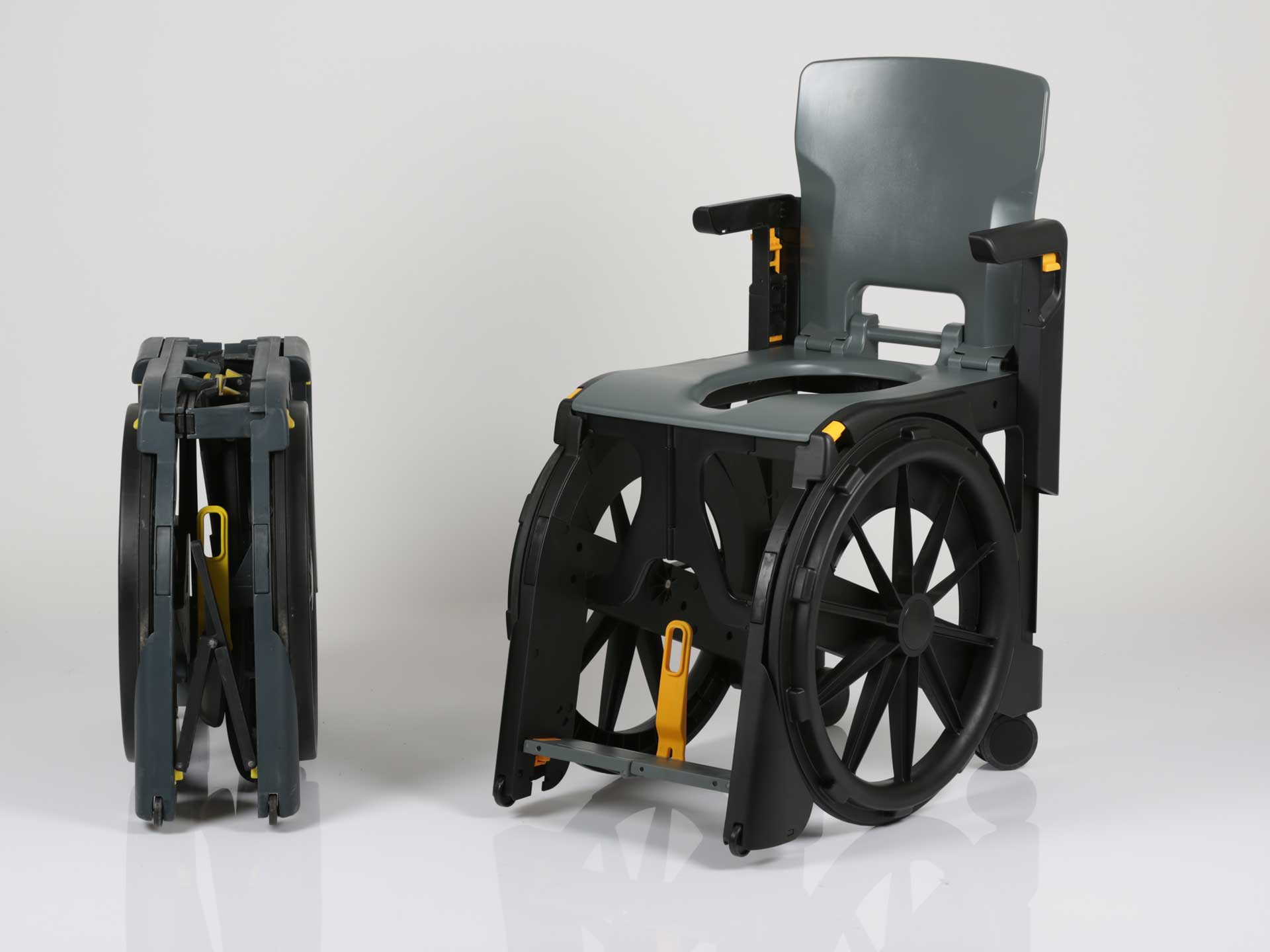 Wheelable plastic folding commode chair hire